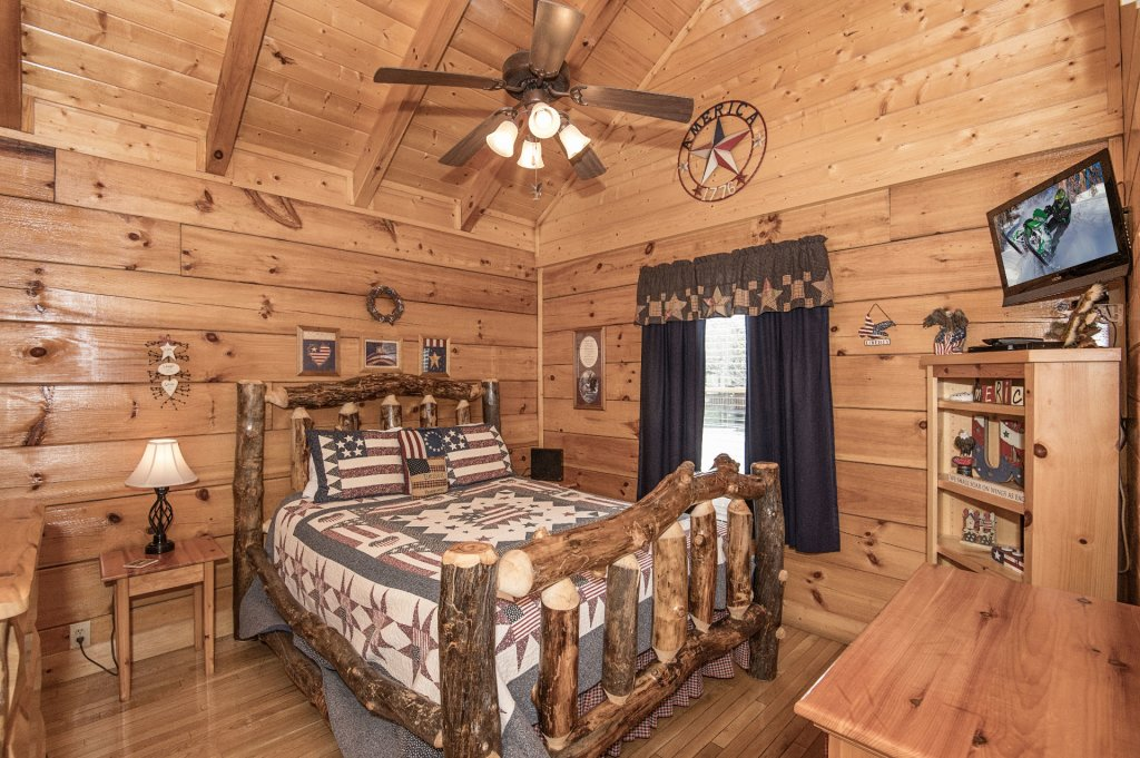 Photo of a Sevierville Cabin named  Eagle's Dream - This is the five hundred and thirty-eighth photo in the set.