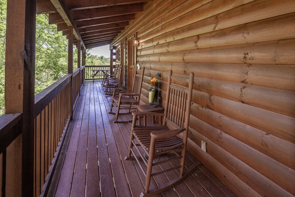 Photo of a Sevierville Cabin named  Absolute Paradise - This is the one thousand three hundred and seventy-second photo in the set.