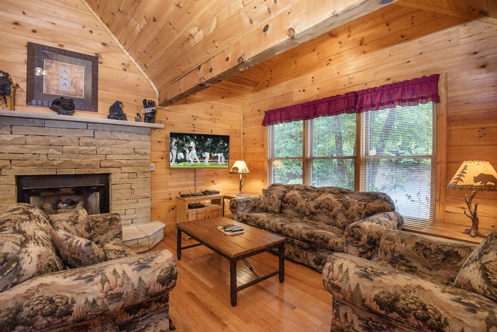 Photo of a Gatlinburg Cabin named Point Of View - This is the one hundredth photo in the set.