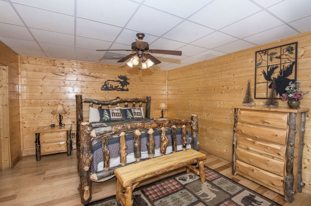 Photo of a Sevierville Cabin named  Eagle's Dream - This is the four hundred and seventy-third photo in the set.