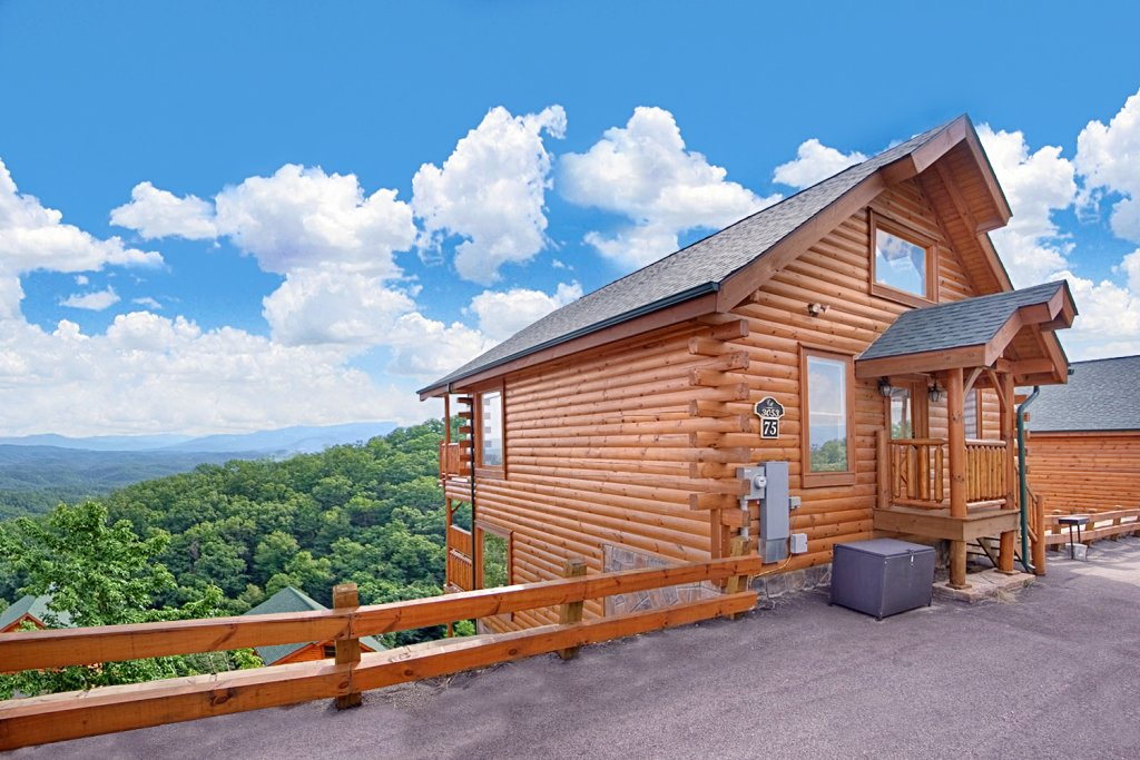 Photo of a Pigeon Forge Cabin named Above The Clouds (#75) - This is the thirty-ninth photo in the set.