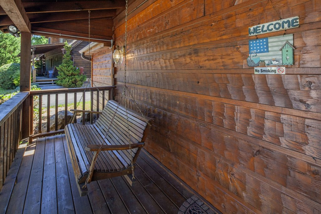 Photo of a Pigeon Forge Cabin named  Best Of Both Worlds - This is the one thousand eight hundred and thirty-second photo in the set.