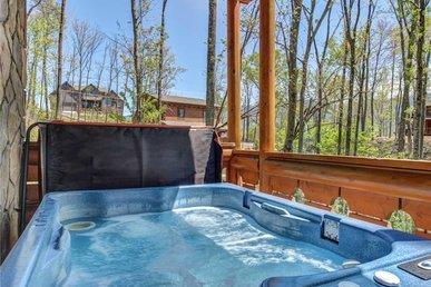 Hibernation Station, 2 Br, Pool Access, Hot Tub, Fireplace, Sleeps 4