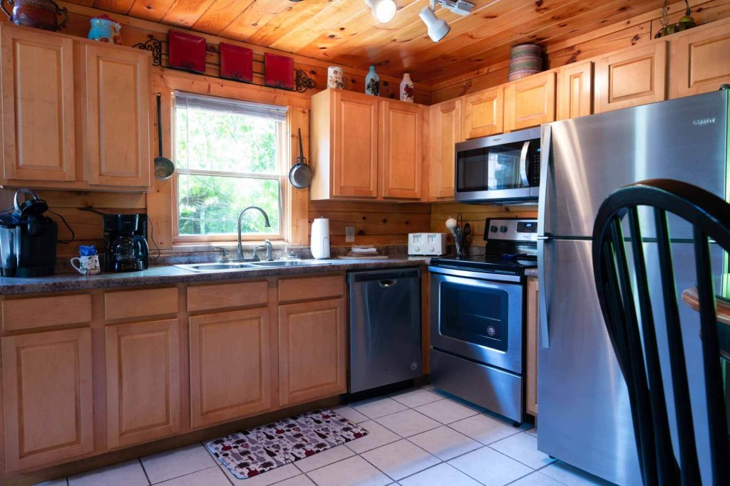 Photo of a Pigeon Forge Cabin named 839a Golf View Cabins Rockin' Robin - This is the second photo in the set.
