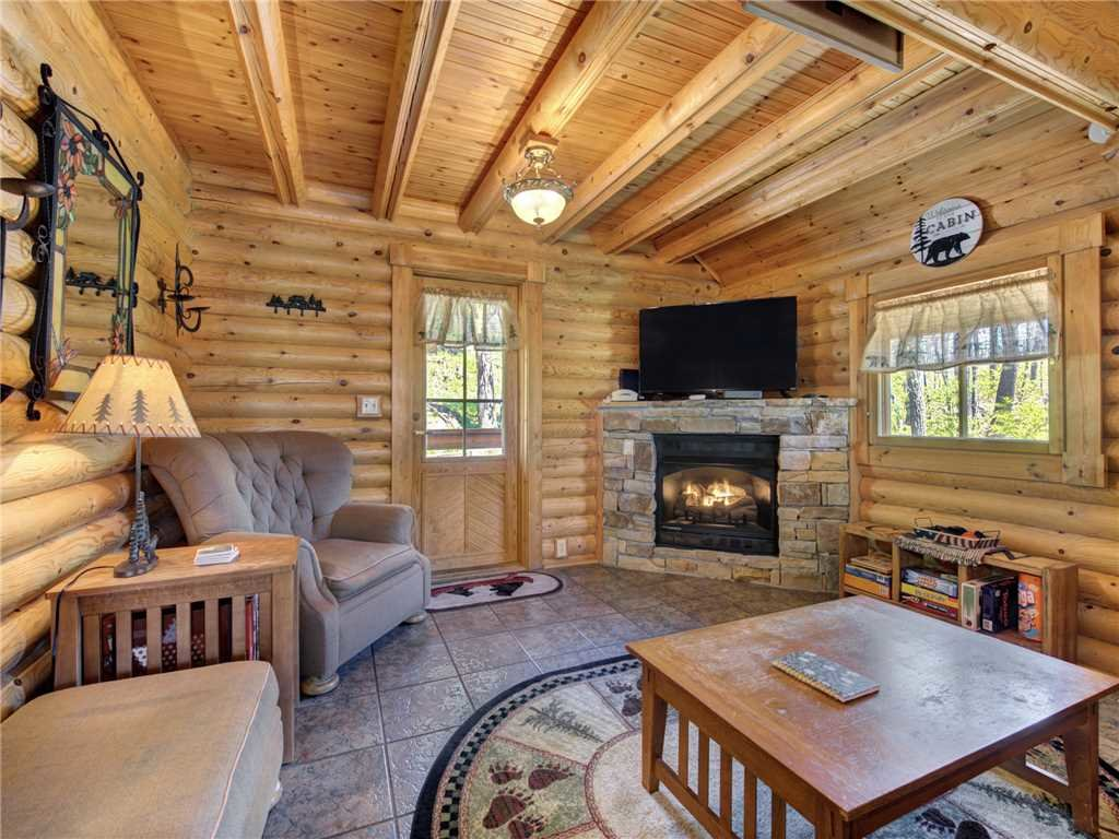Photo of a Gatlinburg Cabin named Hibernation Station - This is the fourth photo in the set.