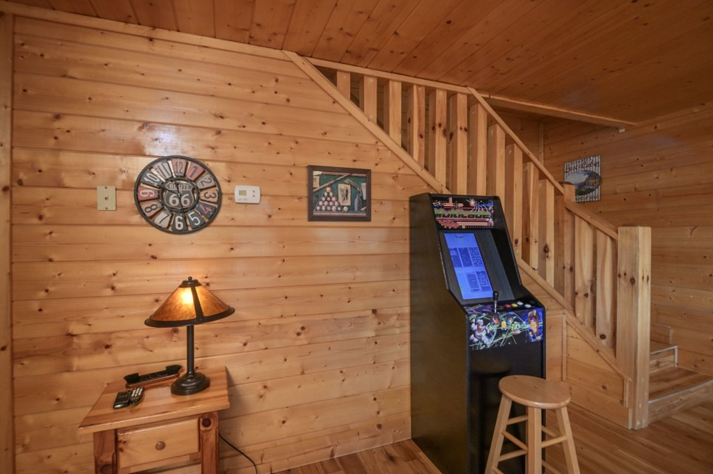 Photo of a Sevierville Cabin named Hillside Retreat - This is the one thousand one hundred and eighteenth photo in the set.