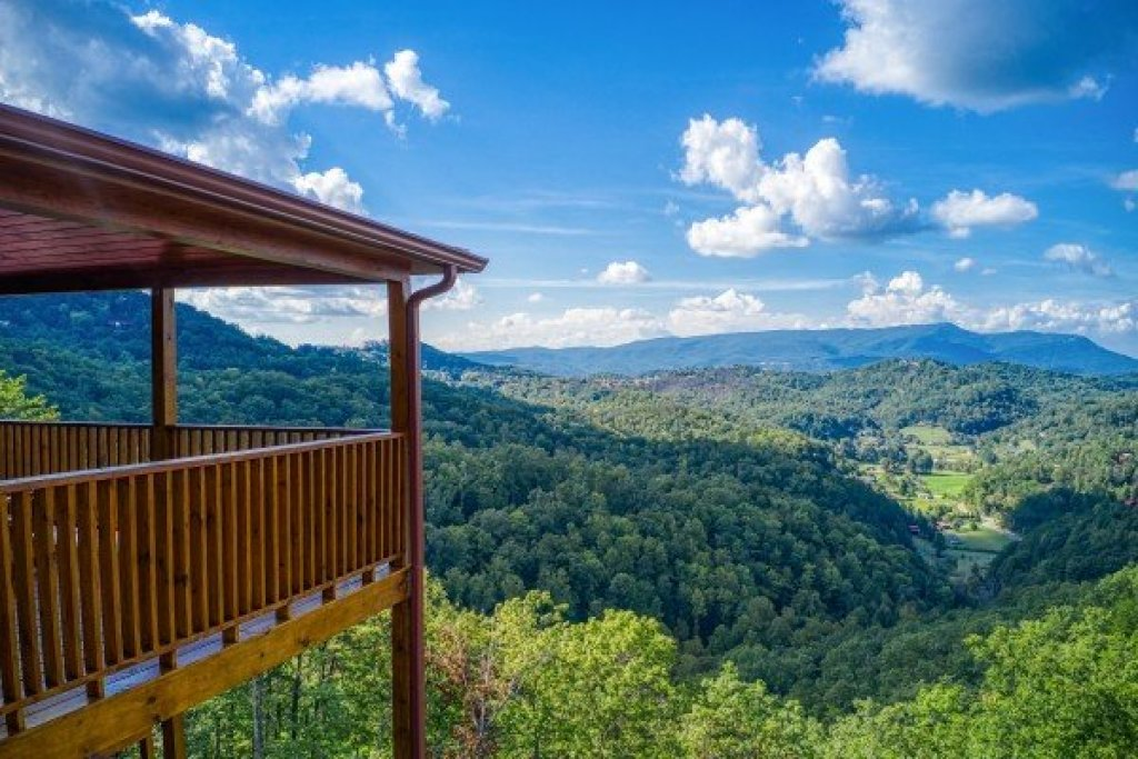 Photo of a Sevierville Cabin named Four Seasons Palace - This is the fourth photo in the set.