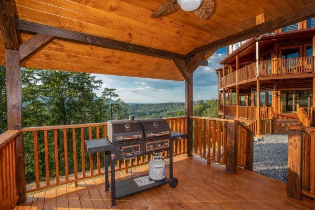 Photo of a Sevierville Cabin named Four Seasons Palace - This is the eleventh photo in the set.