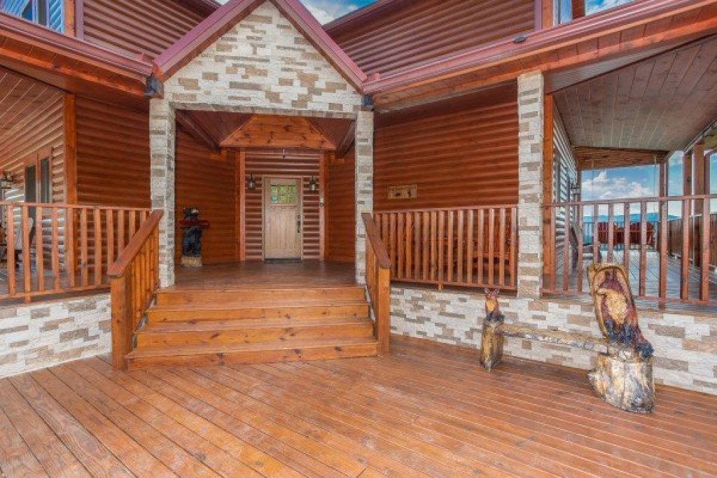 Photo of a Sevierville Cabin named Four Seasons Palace - This is the fifth photo in the set.