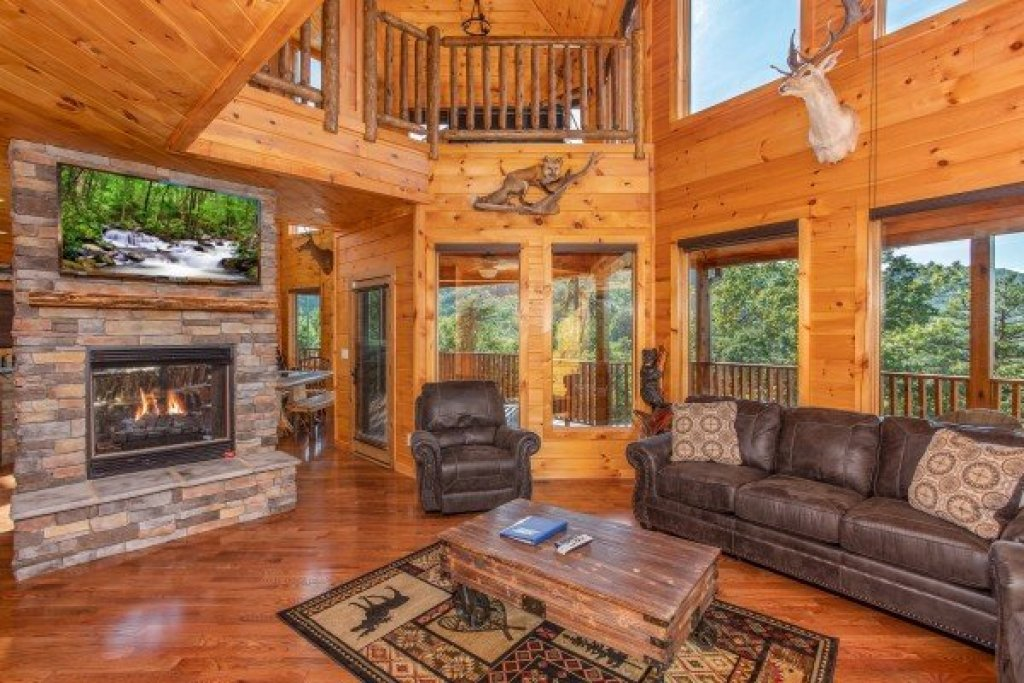 Photo of a Sevierville Cabin named Four Seasons Palace - This is the seventh photo in the set.