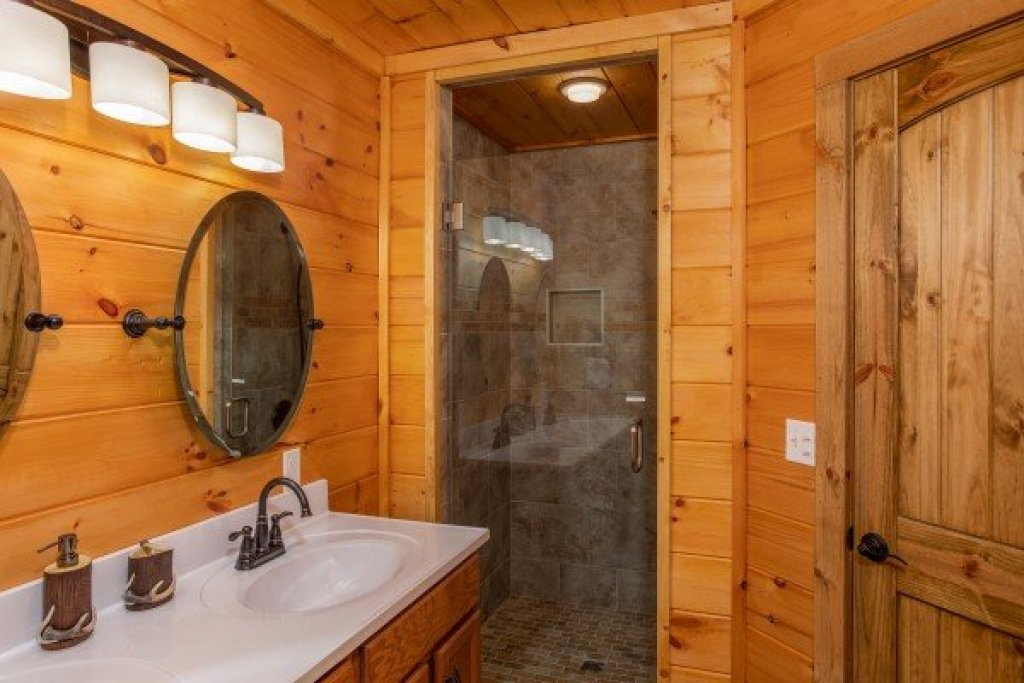 Photo of a Sevierville Cabin named Four Seasons Palace - This is the seventeenth photo in the set.