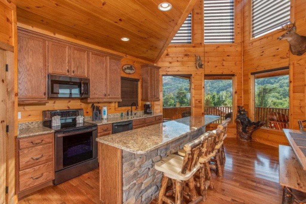 Photo of a Sevierville Cabin named Four Seasons Palace - This is the eighth photo in the set.