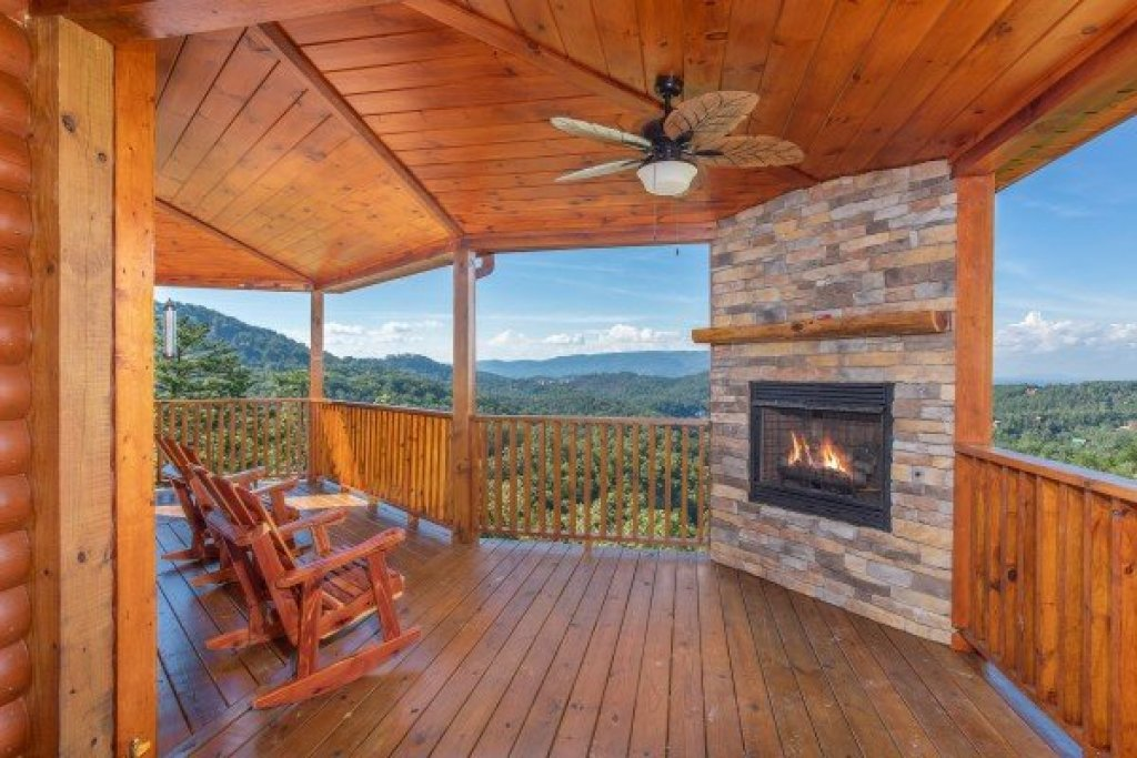 Photo of a Sevierville Cabin named Four Seasons Palace - This is the fourteenth photo in the set.