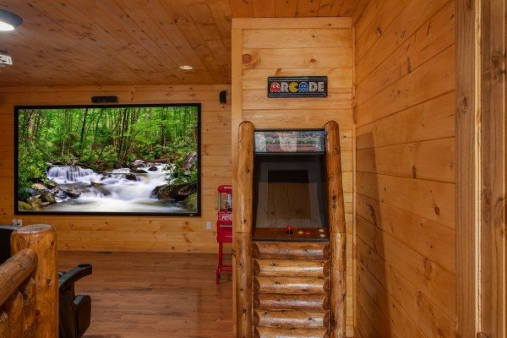 Photo of a Sevierville Cabin named Four Seasons Palace - This is the thirty-sixth photo in the set.