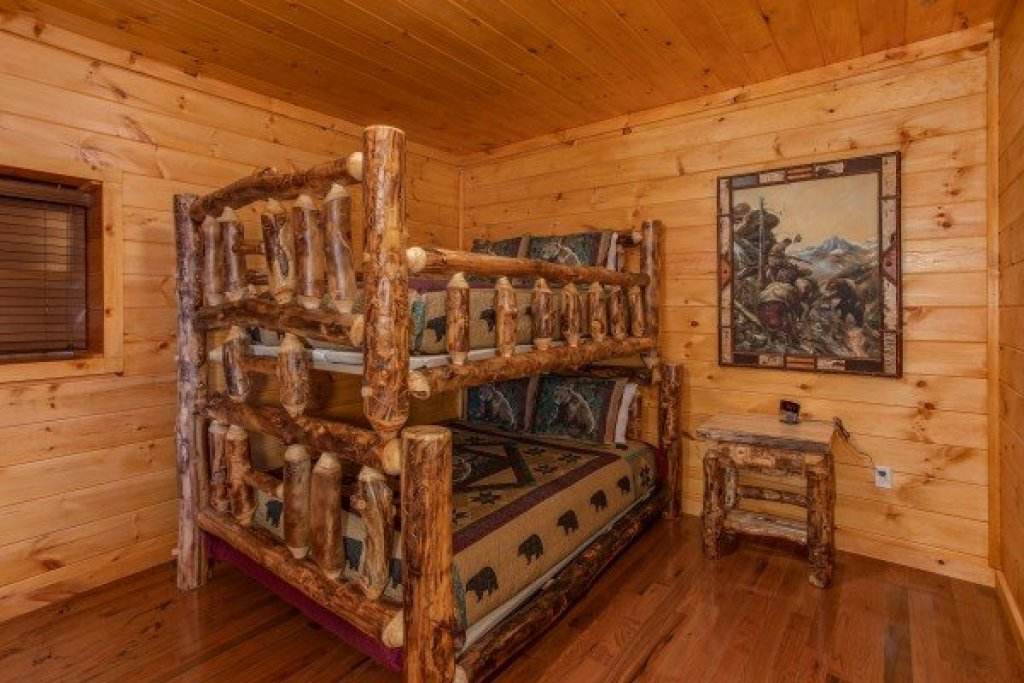 Photo of a Sevierville Cabin named Four Seasons Palace - This is the eighteenth photo in the set.