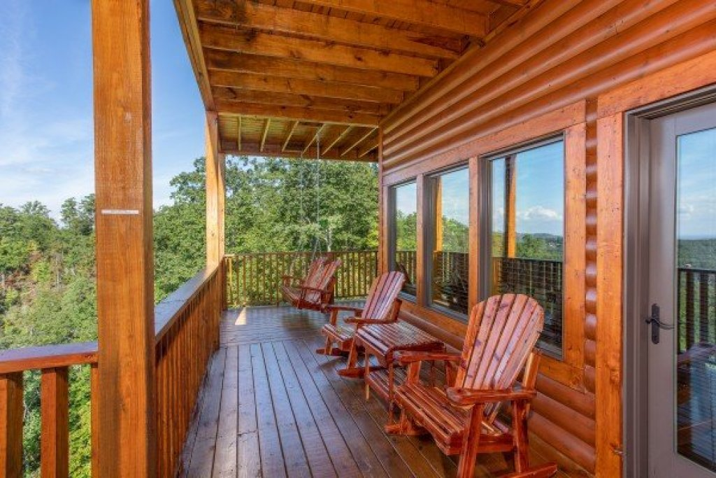 Photo of a Sevierville Cabin named Four Seasons Palace - This is the twenty-fourth photo in the set.