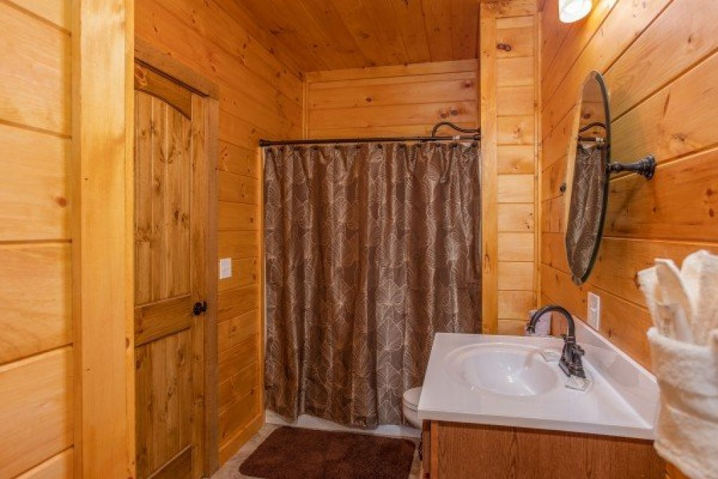 Photo of a Sevierville Cabin named Four Seasons Palace - This is the twentieth photo in the set.