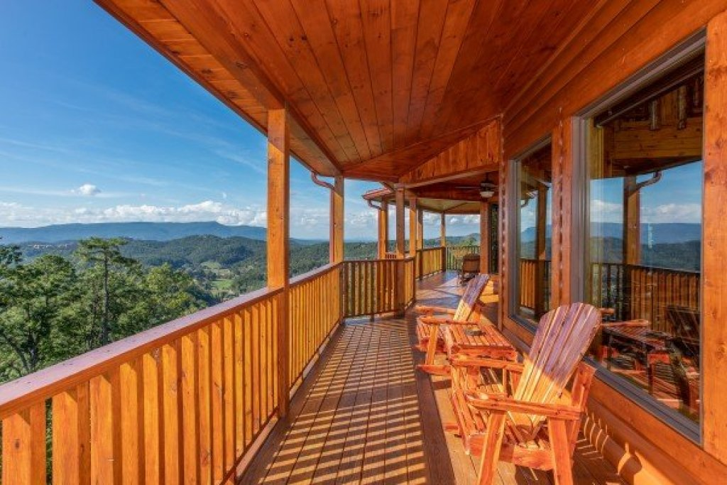 Photo of a Sevierville Cabin named Four Seasons Palace - This is the twenty-fifth photo in the set.