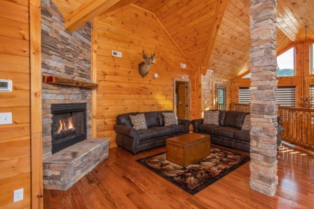 Photo of a Sevierville Cabin named Four Seasons Palace - This is the thirtieth photo in the set.