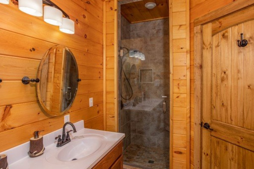 Photo of a Sevierville Cabin named Four Seasons Palace - This is the forty-seventh photo in the set.
