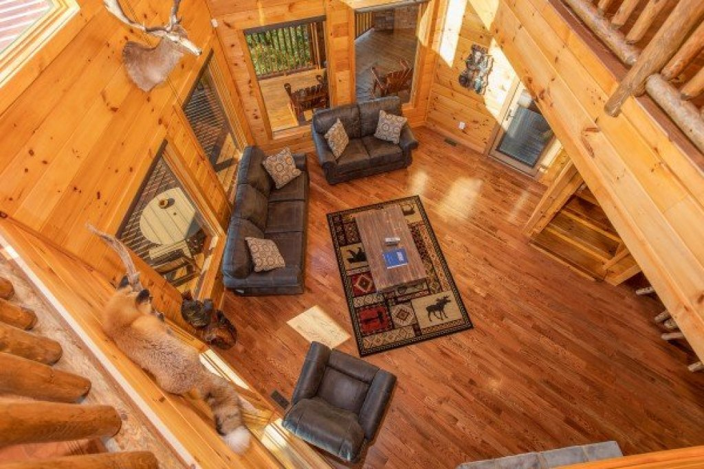 Photo of a Sevierville Cabin named Four Seasons Palace - This is the twenty-eighth photo in the set.