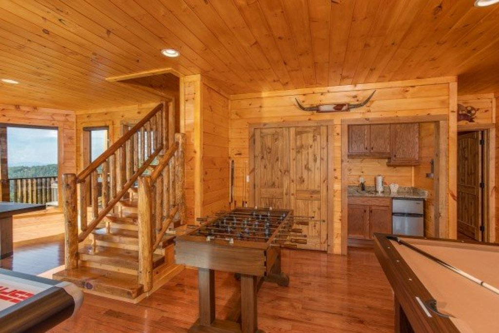 Photo of a Sevierville Cabin named Four Seasons Palace - This is the forty-first photo in the set.