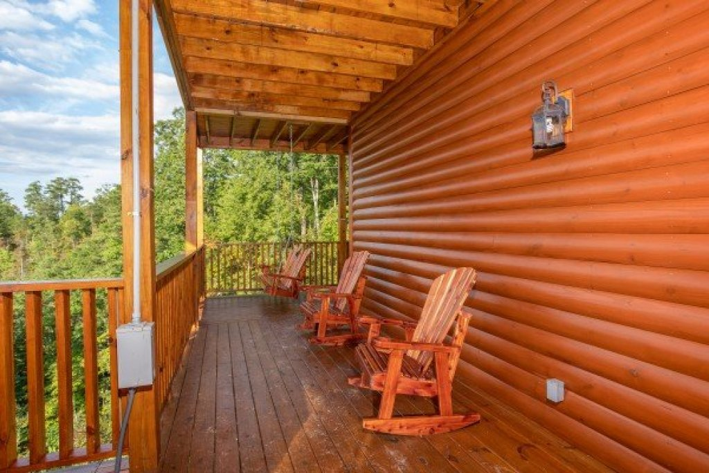 Photo of a Sevierville Cabin named Four Seasons Palace - This is the forty-second photo in the set.