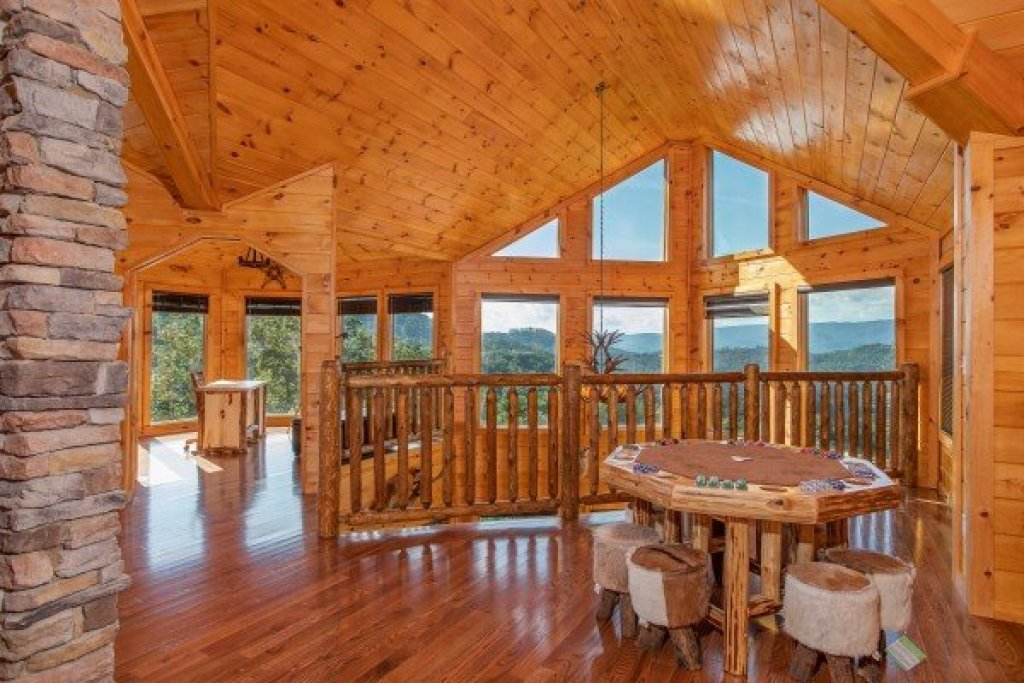 Photo of a Sevierville Cabin named Four Seasons Palace - This is the twenty-ninth photo in the set.
