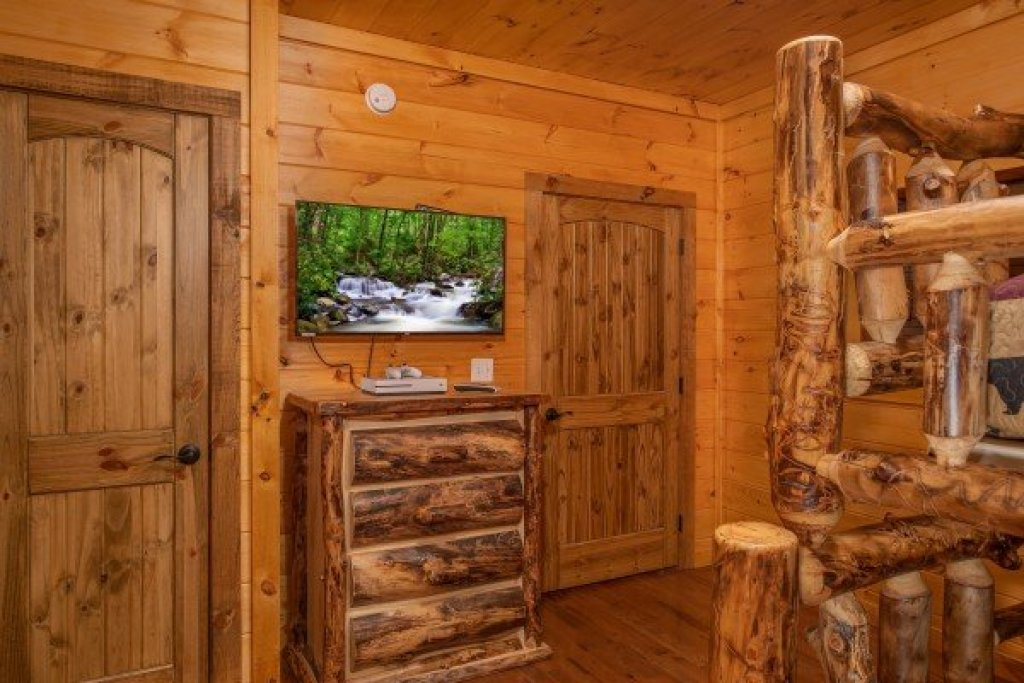 Photo of a Sevierville Cabin named Four Seasons Palace - This is the nineteenth photo in the set.