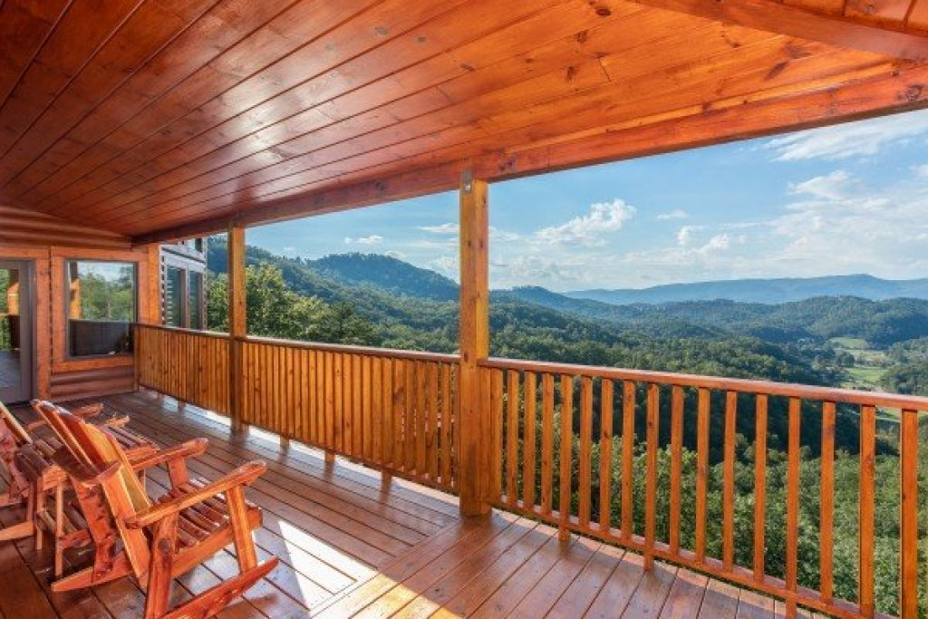 Photo of a Sevierville Cabin named Four Seasons Palace - This is the twenty-first photo in the set.