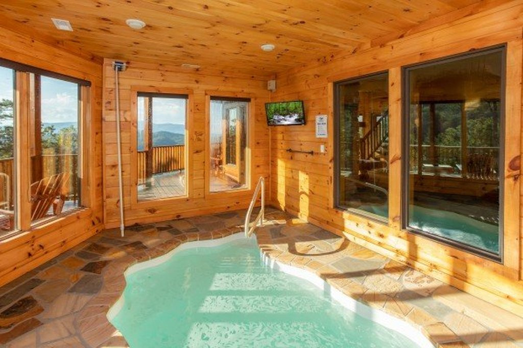 Photo of a Sevierville Cabin named Four Seasons Palace - This is the thirty-seventh photo in the set.