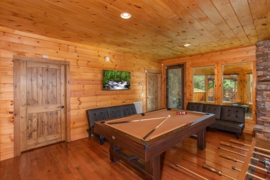 Photo of a Sevierville Cabin named Four Seasons Palace - This is the thirty-eighth photo in the set.