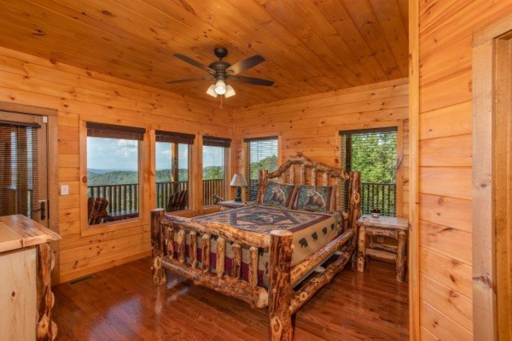 Photo of a Sevierville Cabin named Four Seasons Palace - This is the forty-fourth photo in the set.