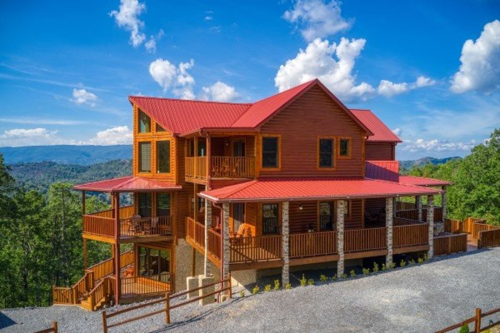 Photo of a Sevierville Cabin named Four Seasons Palace - This is the twenty-sixth photo in the set.