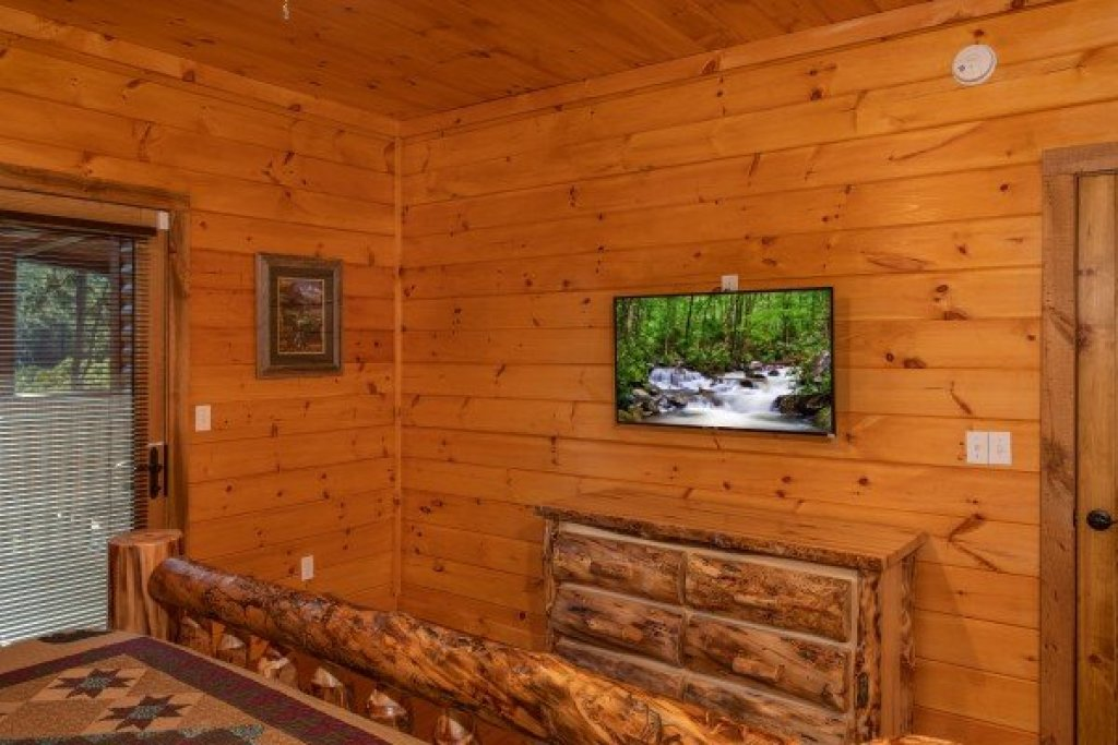 Photo of a Sevierville Cabin named Four Seasons Palace - This is the forty-ninth photo in the set.