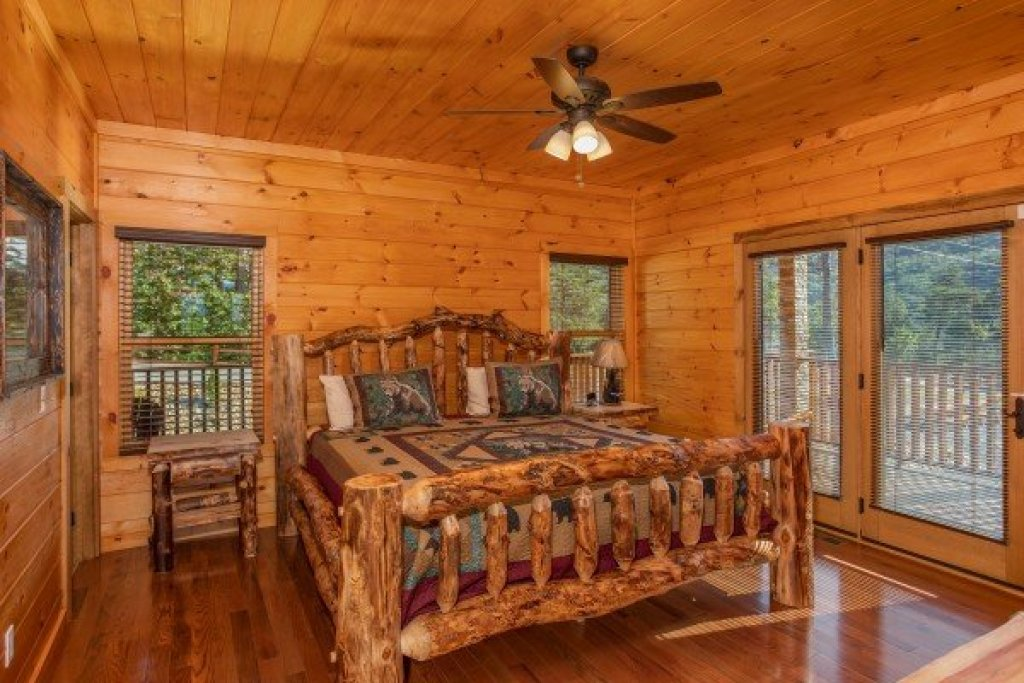 Photo of a Sevierville Cabin named Four Seasons Palace - This is the forty-eighth photo in the set.