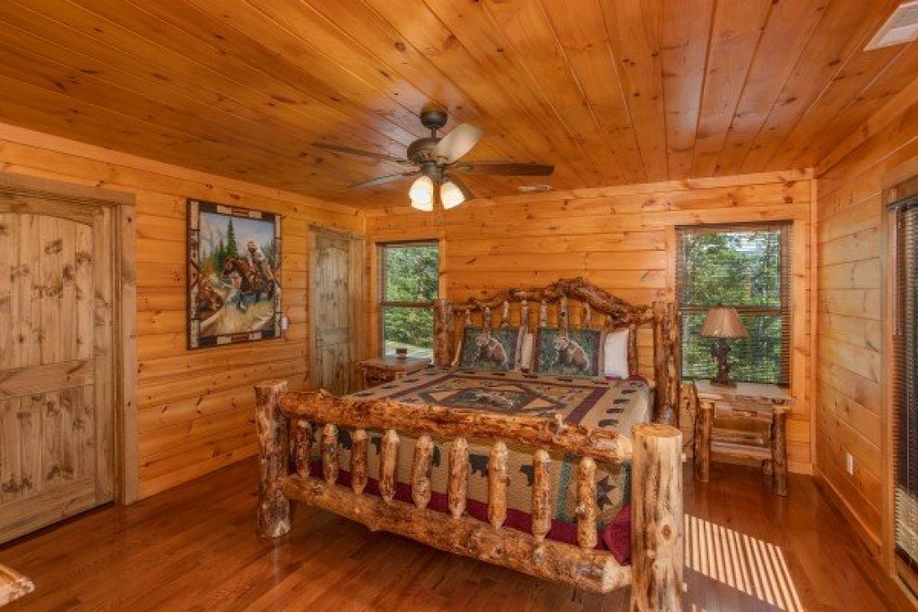 Photo of a Sevierville Cabin named Four Seasons Palace - This is the fifty-first photo in the set.