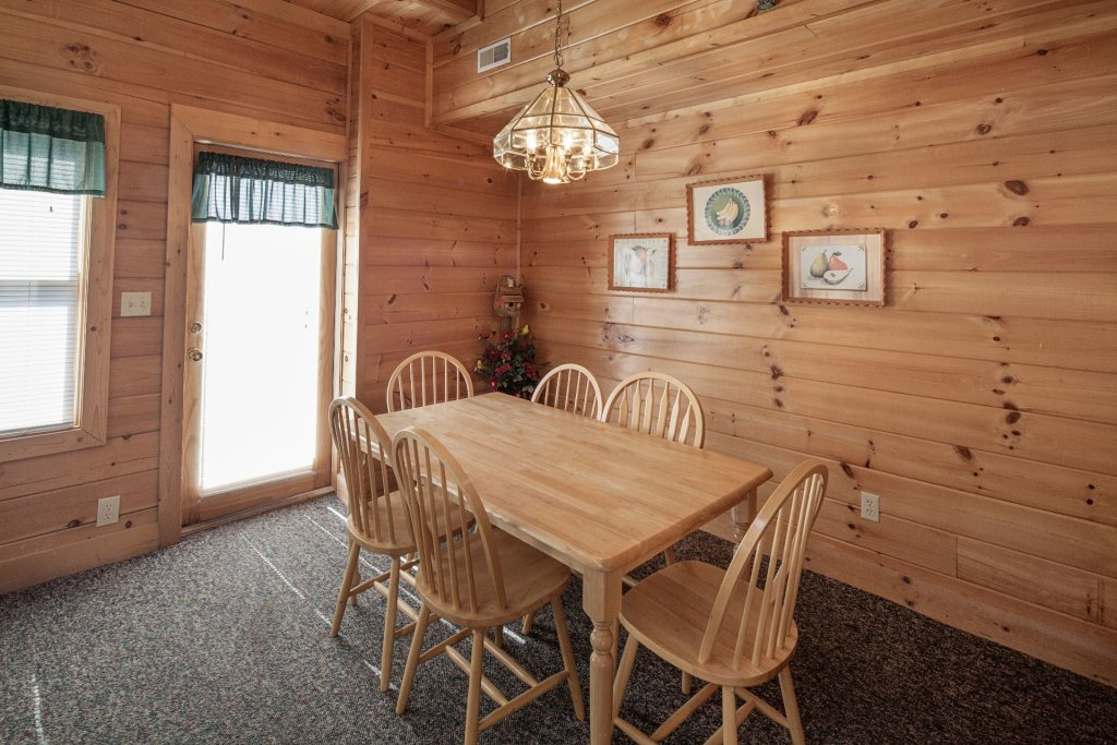 Photo of a Pigeon Forge Cabin named  Black Bear Hideaway - This is the seven hundred and sixteenth photo in the set.