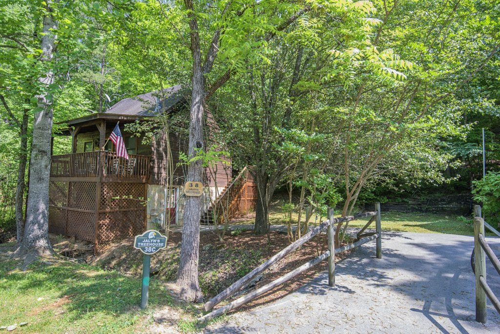 Photo of a Pigeon Forge Condo named  Jalyn's Treehouse - This is the one hundred and thirty-second photo in the set.