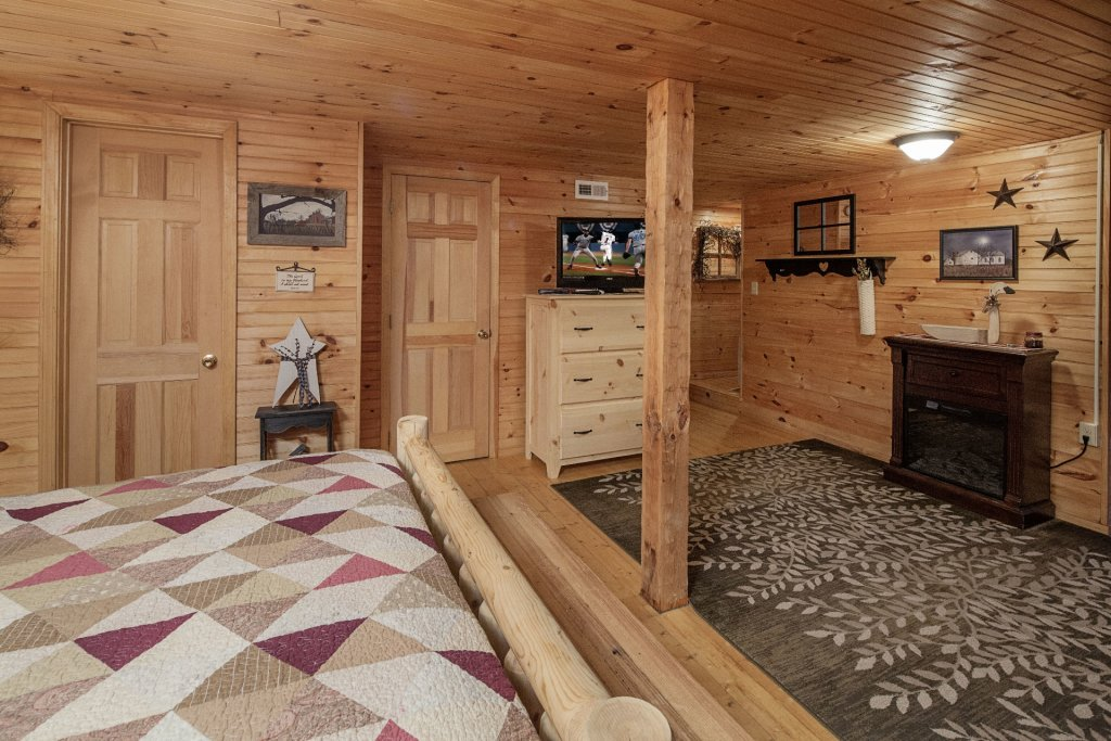 Photo of a Pigeon Forge Condo named  Jalyn's Treehouse - This is the eight hundred and sixty-first photo in the set.