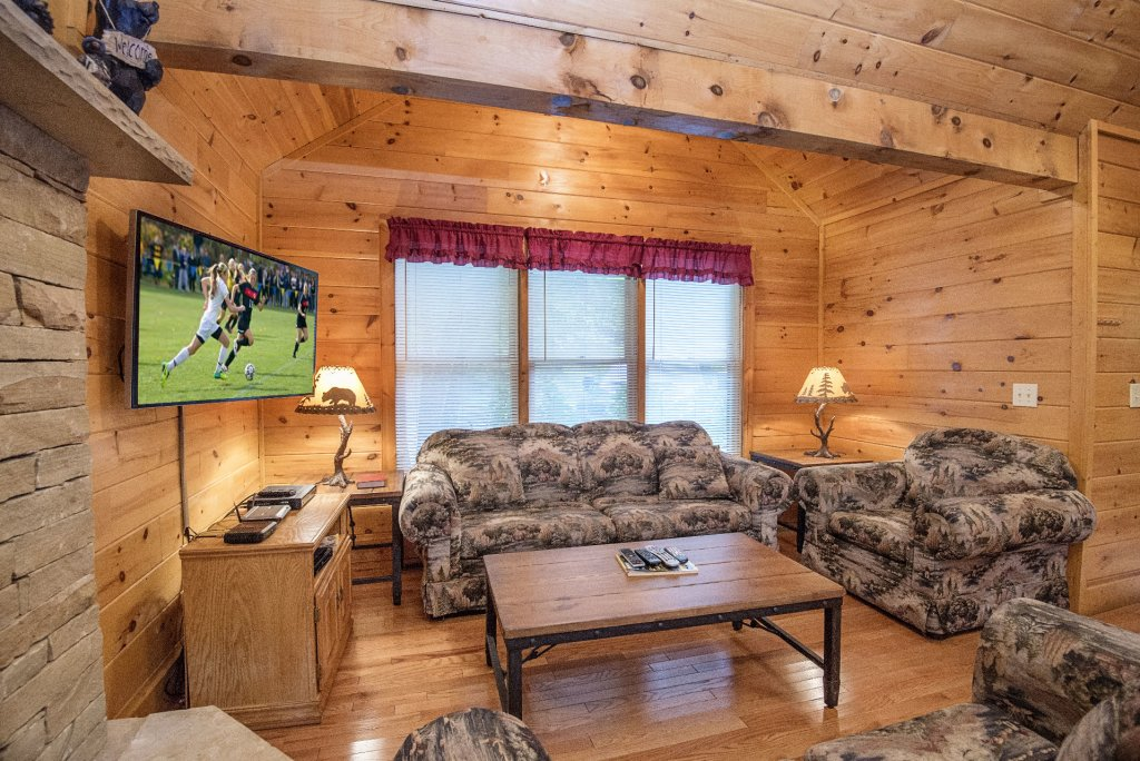 Photo of a Gatlinburg Cabin named Point Of View - This is the two hundredth photo in the set.