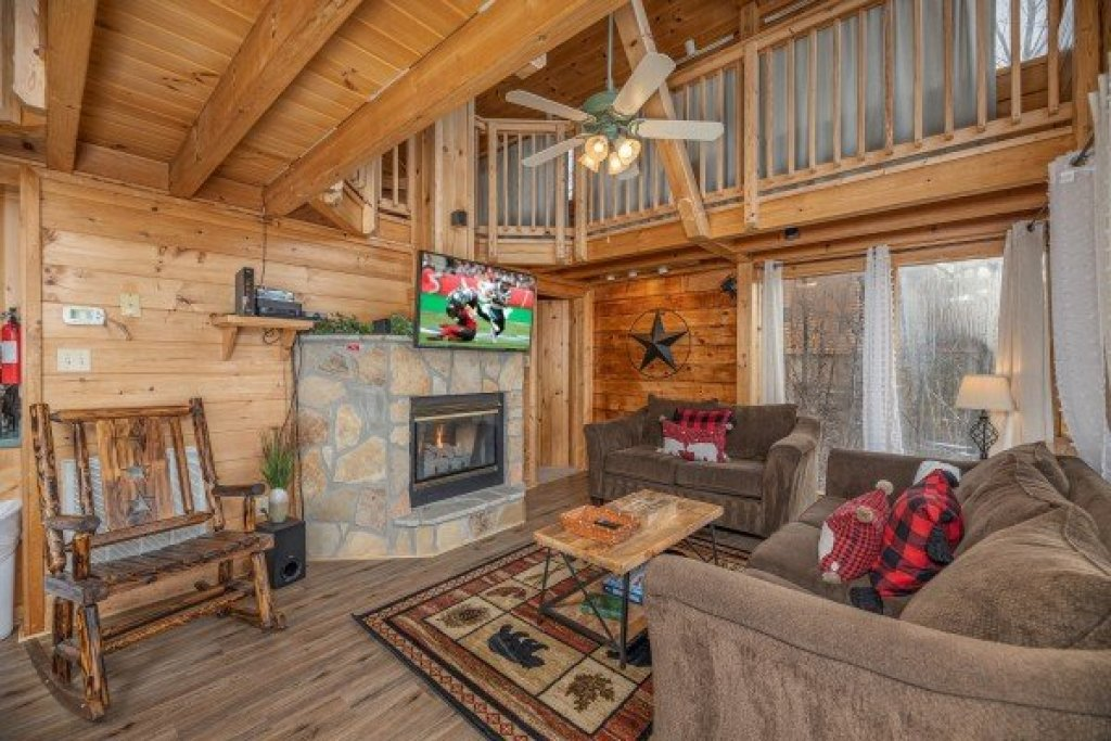 Photo of a Pigeon Forge Cabin named Smoky Mountain High - This is the fifth photo in the set.