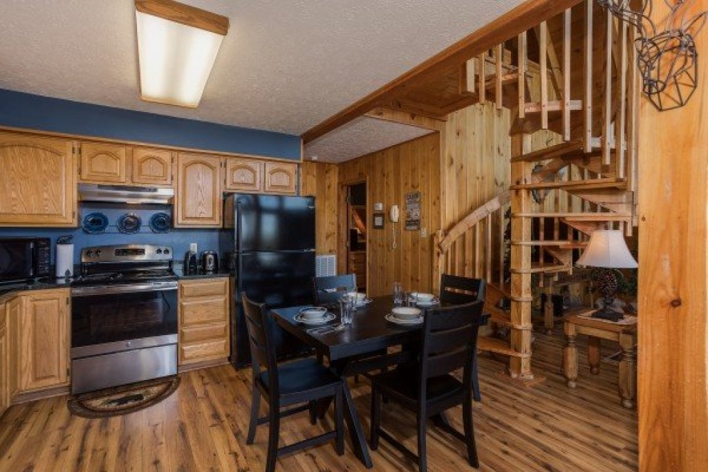 Photo of a Pigeon Forge Cabin named Cozy Mountain View - This is the sixth photo in the set.