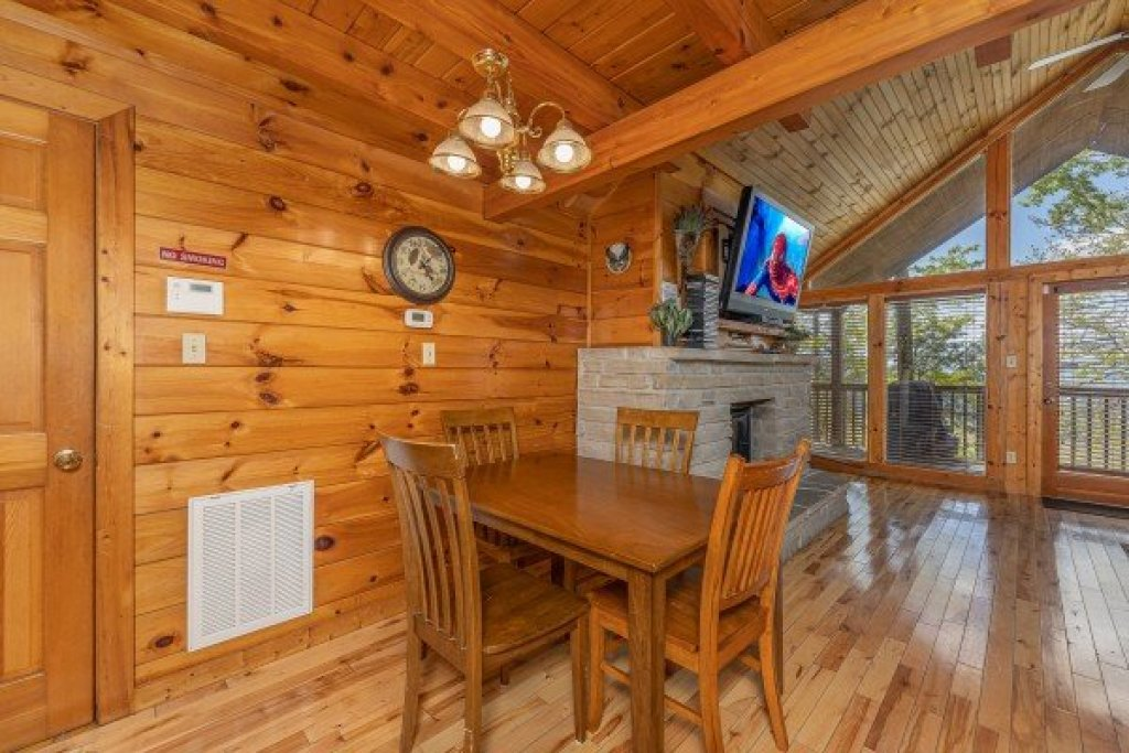Photo of a Pigeon Forge Cabin named Eagle's Eye - This is the fourth photo in the set.