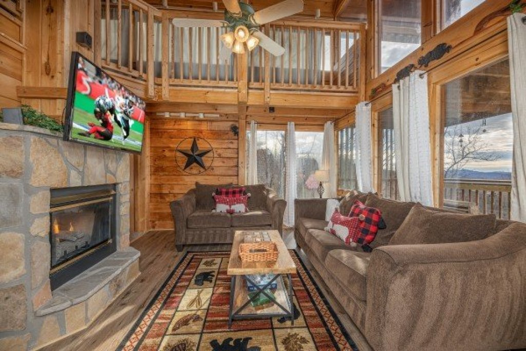 Photo of a Pigeon Forge Cabin named Smoky Mountain High - This is the sixth photo in the set.