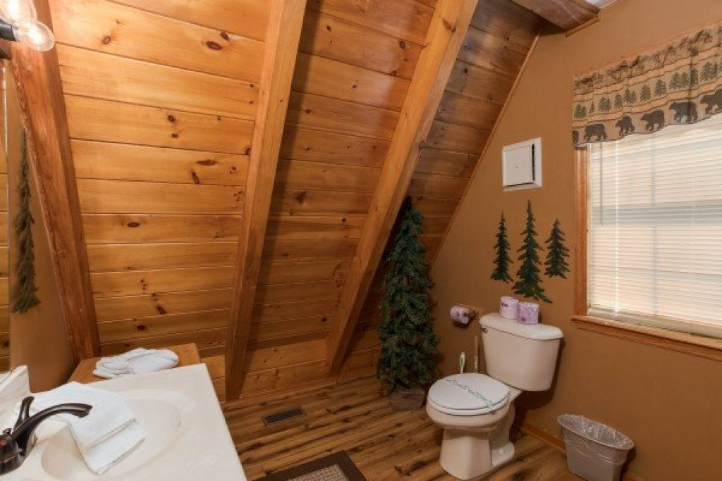 Photo of a Pigeon Forge Cabin named Cozy Mountain View - This is the seventeenth photo in the set.