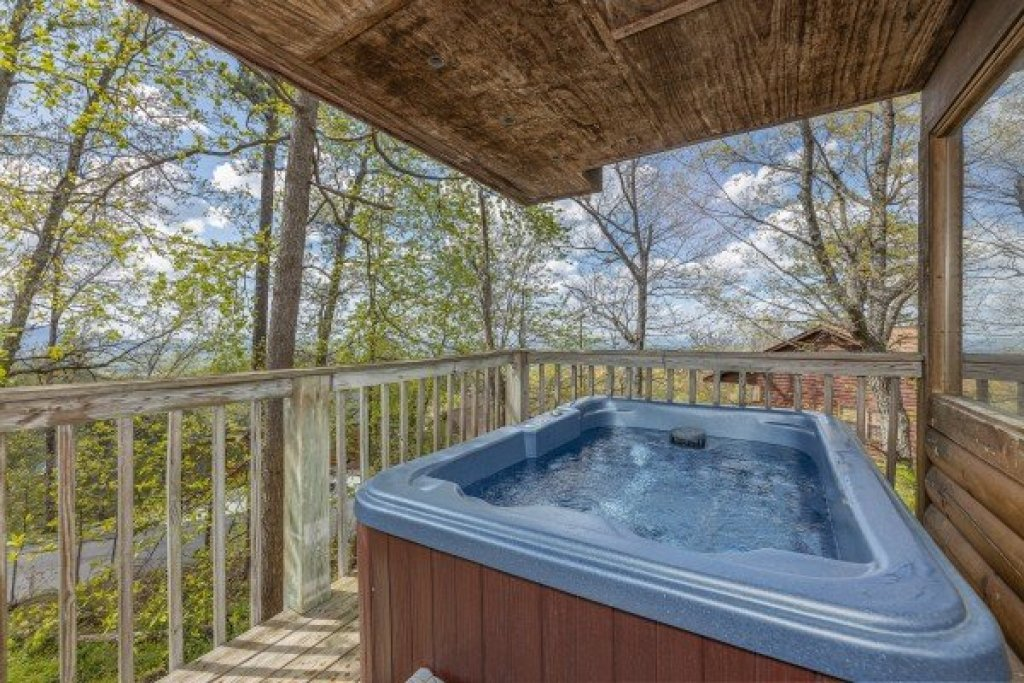 Photo of a Pigeon Forge Cabin named Eagle's Eye - This is the twelfth photo in the set.