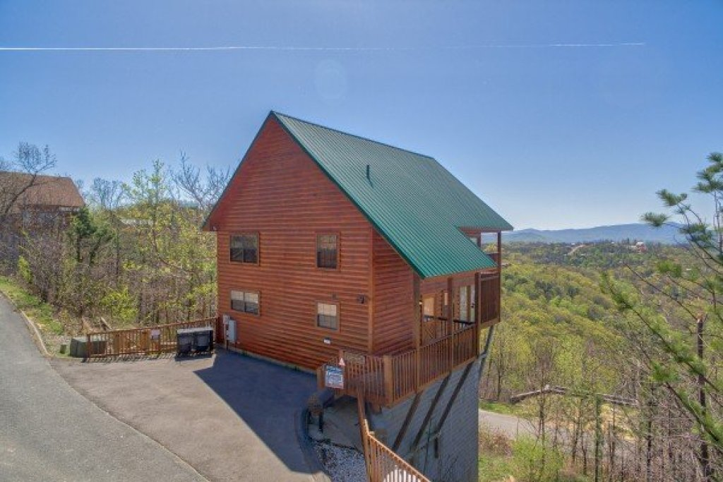 Photo of a Pigeon Forge Cabin named All That Jazz - This is the second photo in the set.