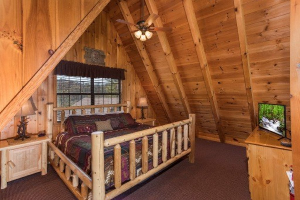 Photo of a Pigeon Forge Cabin named Cozy Mountain View - This is the sixteenth photo in the set.