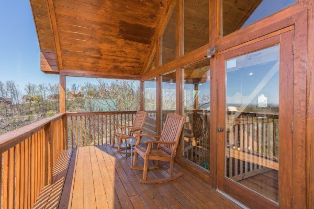 Photo of a Pigeon Forge Cabin named All That Jazz - This is the twelfth photo in the set.